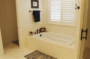 109 Fall Ridge Master Bathroom